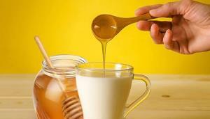 خواص باورنکردنی شیر و عسل؛ از پاکسازی بدن تا ترمیم مو