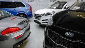خودروهای بالای یک میلیارد تومان بدون مشتری مانده اند