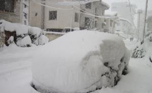 تصاویر باورنکردنی از خودروها مدفون زیر برف سنگین روسیه