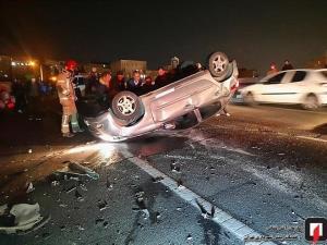 واژگونی پژو ۲۰۶ پس از تصادف شدید با ۲ خودرو