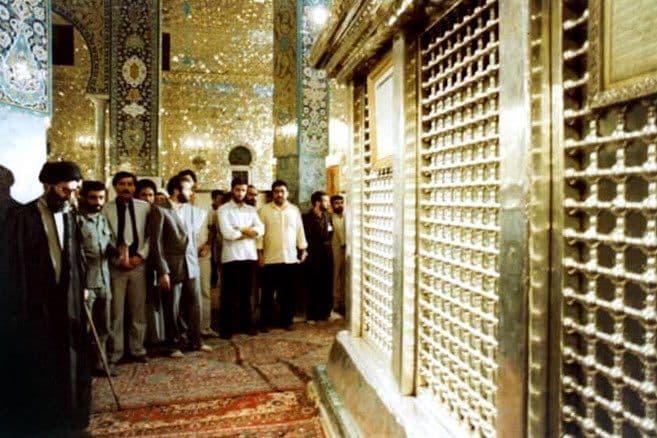 تشرف آیتالله خامنهای به حرم حضرت زینب (س)
