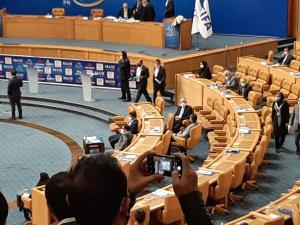 همسایه علی کریمی در انتخابات فدراسیون فوتبال کیست؟