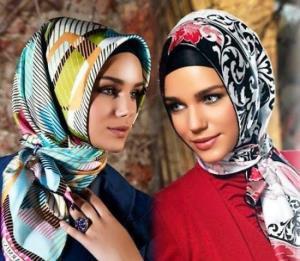 ترفند بستن روسری زیبا با دوتا گره