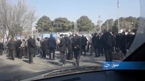 تجمع بازنشستگان صنایع فولاد و معادن مقابل استانداری اصفهان