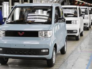 خودروی برقی 4500 دلاری مثل نقل و نبات در چین می فروشد
