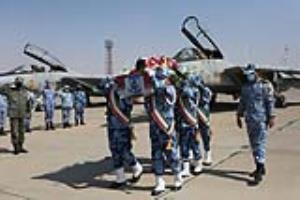عکس/ تشییع پیکر خلبان شهید بیرجند بیکمحمدی در پایگاه هشتم شکاری اصفهان