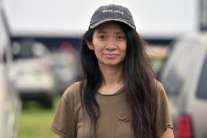 برای اولین بار یک زن آسیایی موفق به کسب جایزه بهترین کارگردانی گلدن گلوب شد