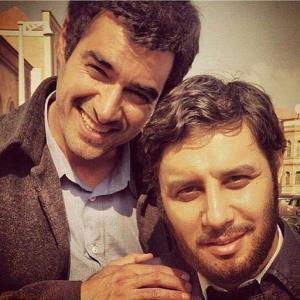 شهاب حسینی در آغوش جواد عزتی در پشت صحنه «همرفیق»