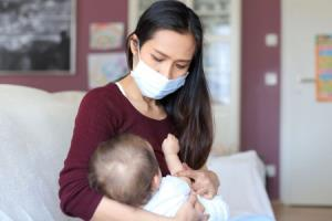 مادران مبتلا به کرونا چگونه باید از نوزادانشان مراقبت کنند؟