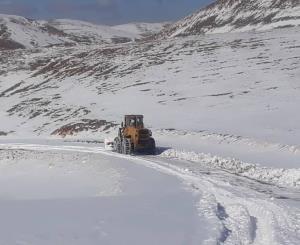 بارش برف مسیر ۶ روستای دهدز خوزستان را بست