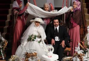 سوال مهم داماد سریال دلدادگان در شب عروسی