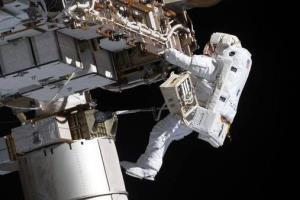 پیاده روی فضایی برای ارتقای پنل های خورشیدی انجام شد