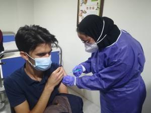 آغاز تزریق واکسن کرونا به کادر درمان سپیدان