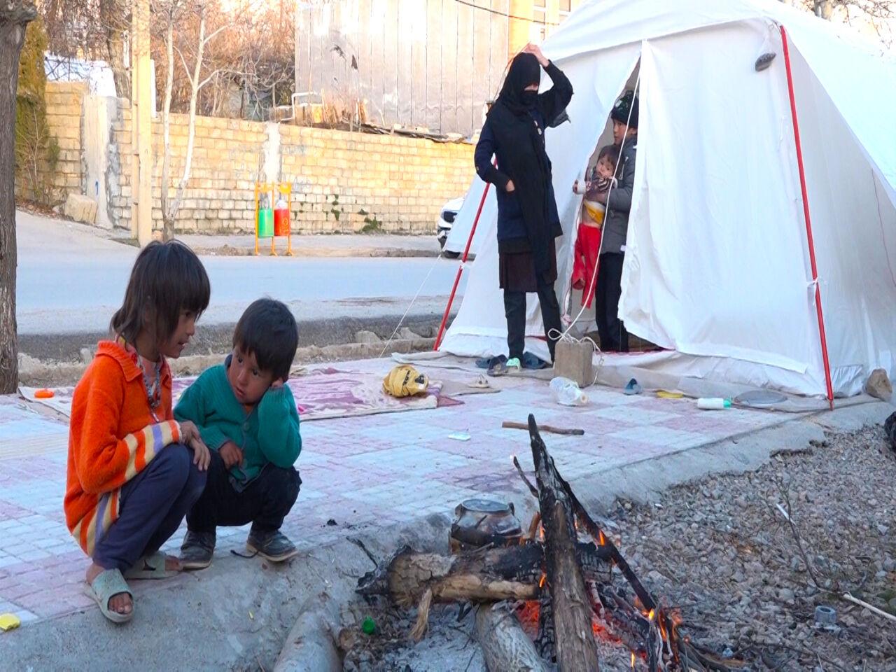 بازدید مسئولان از مناطق زلزله زده سی سخت