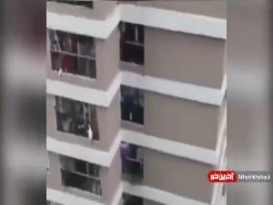 لحظه نجات کودک دوساله پس از سقوط