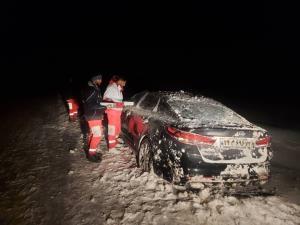امداد رسانی به گرفتاران برف و کولاک در سپیدان