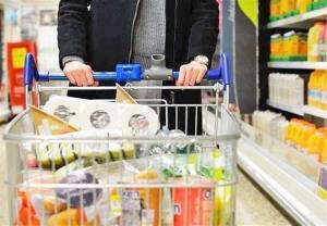 قیمت انواع میوه، مواد پروتئینی و حبوبات در بازار همدان