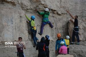 سنگنوردی بانوان از کوه سفید اصفهان به سالن ورزشی محدود شد