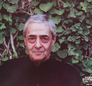 شعر خوانی زیبایی از احمدرضا احمدی