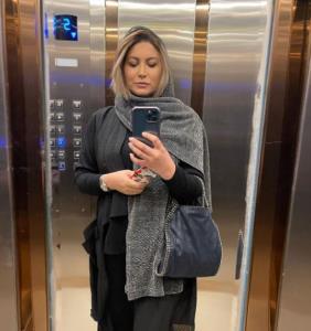 چهره ها/ سلفی آسانسوری فریبا نادری