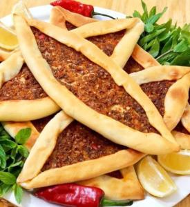 پیده گوشت غذای محبوب ترکیه ای با خمیر همه کاره