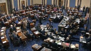 تلاش سناتورهای آمریکایی برای سلب اختیارات جنگی بایدن