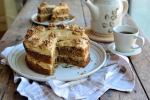 طرز تهیه و تزئین کیک گردویی زیبا و خوشمزه