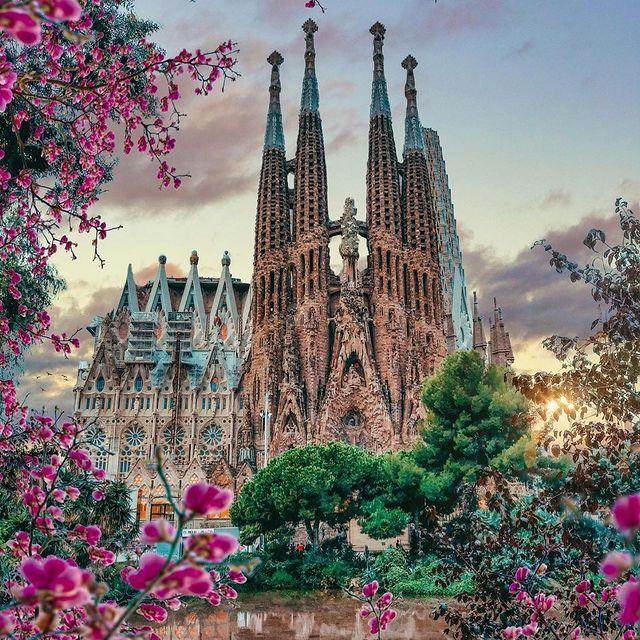 بنایی دیدنی در بارسلونا اسپانیا