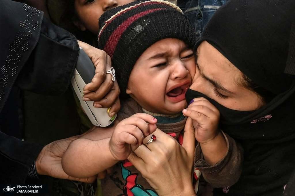 همدردی جالب مادرانه با کودک هنگام زدن واکسن