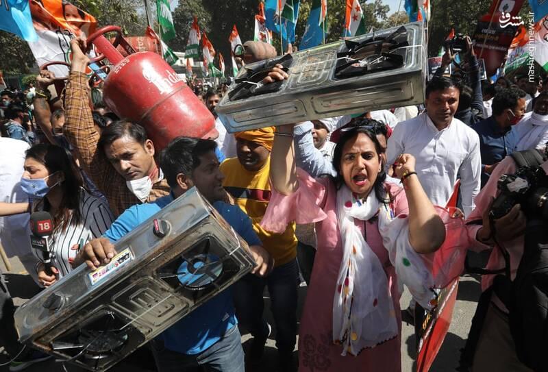 تظاهرات هندیها با اجاق گاز!