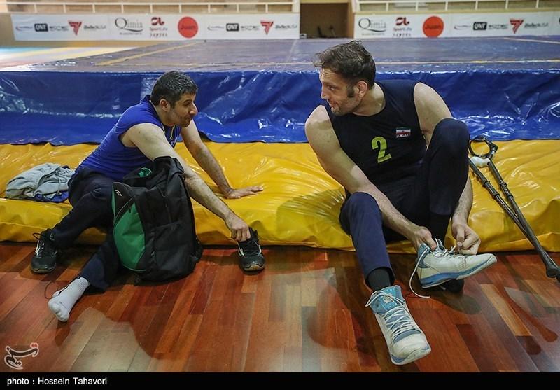 مرد بلند قامت تیم ملی والیبال نشسته ایران