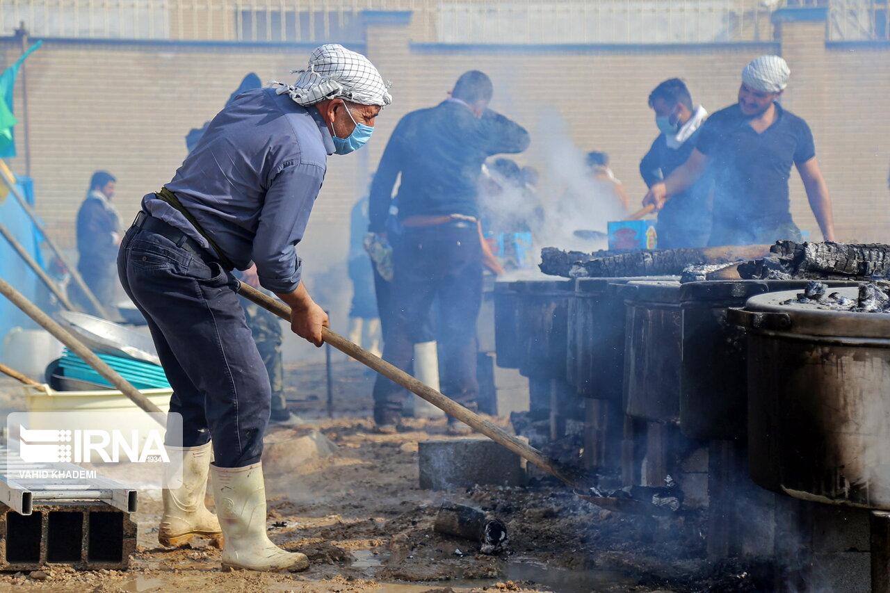 عکس/ پخت ۷۲ دیگ غذا برای نیازمندان در بجنورد