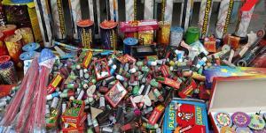 کشف بیش از ۴۰۰۰ عدد انواع مواد محترقه در خمینیشهر