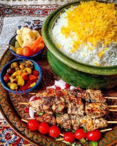 کباب ترش غذای محلی گیلانی با روش خوش طعم و مزه دار