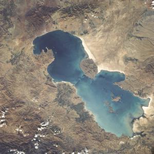 کف دریاچه ارومیه عمیق شد