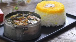 طرز تهیه خورش کرفس بسیار خوشمزه با پنیر کبابی و بدون نیاز به گوشت