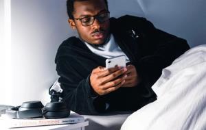 ۴۰ درصد از دانشجویان به گوشی هوشمند خود معتاد هستند
