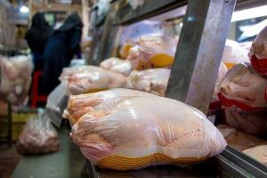 خرید مرغ با طعم کرونا در صفهای طویل