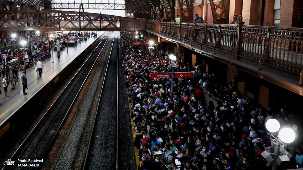 ازدحام جمعیت در ایستگاه لوز در سائوپائولو برزیل در میان شیوع کرونا