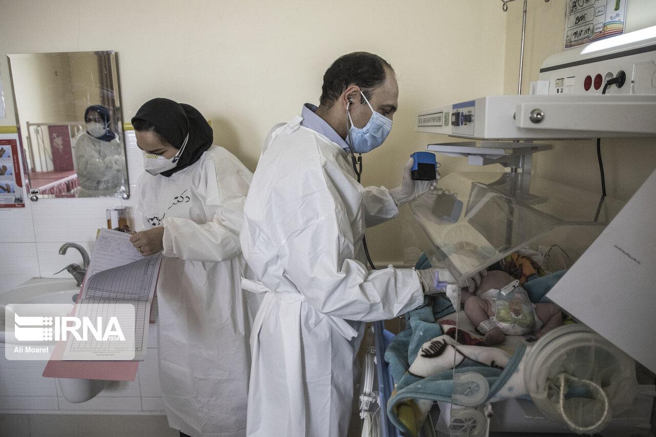 تصاویری دردناک از نوزاد مبتلا به کرونا روی تخت بیمارستان