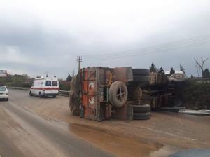 واژگونی کامیون در اتوبان آزادگان