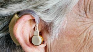 آلفابت در حال توسعه گجتی محرمانه برای ایجاد شنوایی فوق انسانی است