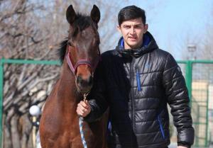 چشمان سردار آزمون با صحبت درباره اسب برق میزند