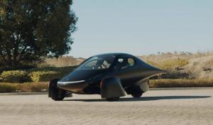 اولین خودرو خورشیدی انبوه سازی شده با قیمت ۲۵,۹۰۰ دلار و کارآمدتر از تسلا