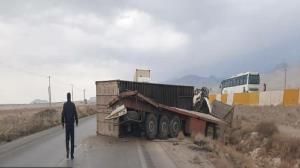 واژگونی تریلی در جاده تهران - سمنان