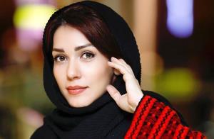 بازیگر زن سریال های تلویزیونی در هیبت فشن شوی لباس