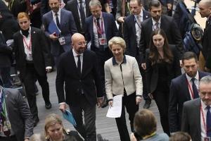 اتحادیه اروپا تصویب توافق تجاری با انگلیس را به تعویق انداخت