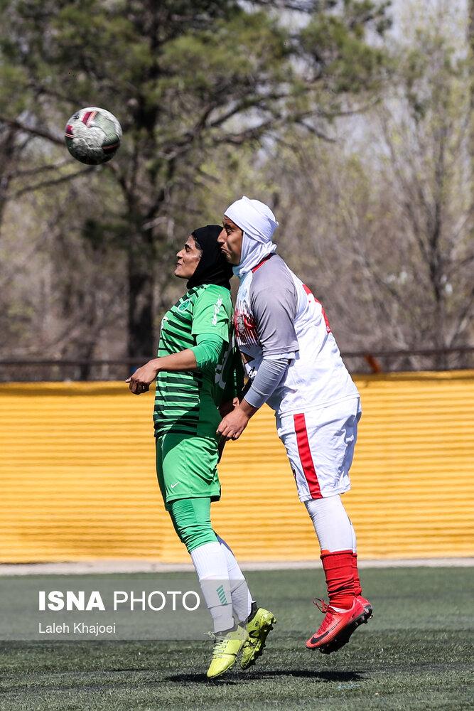 عکس/ برخورد سخت در دیدار تیمهای فوتبال زنان