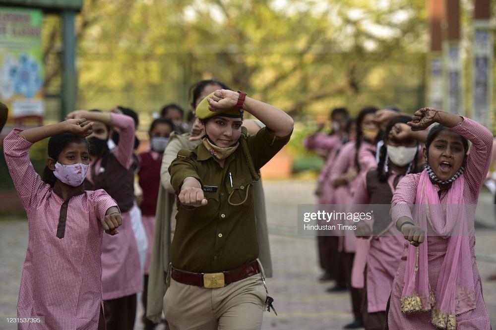 آموزش دفاع شخصی به زنان هندی توسط پلیس هند