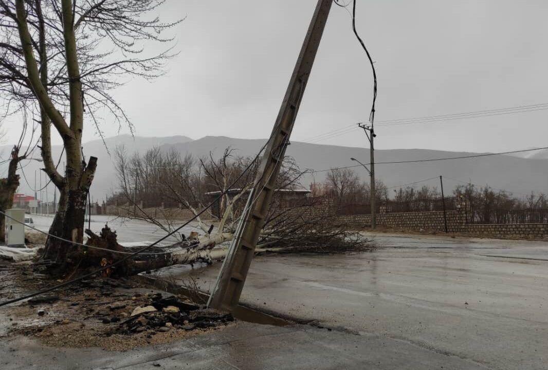 خسارت ناشی از وزش باد شدید در شهرستان کوهرنگ در حال بررسی است